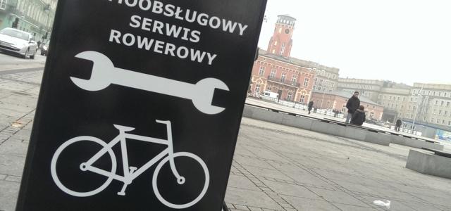 Częstochowscy rowerzyści mogą już za darmo naprawić swój jednoślad. W mieście stanęły cztery stacje służące do serwisowania rowerów. Częstochowskie stacje znajdują się na placu Biegańskiego, promenadzie Czesława Niemena, obok centrum […]